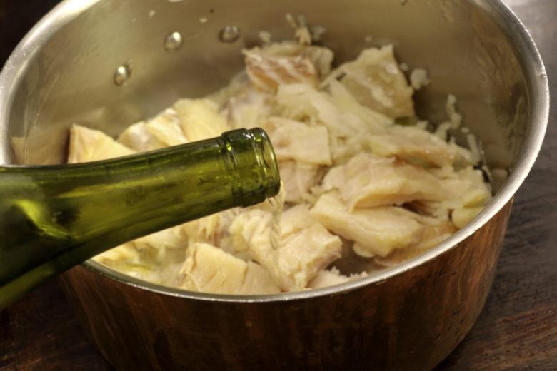 vino-bianco-ricetta-baccala-in-umido-veneta-procedimento